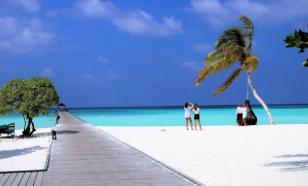На Мальдивах полицейские арестовали туристку в бикини на пляже