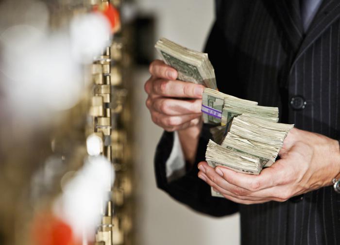 Богатейшие люди мира предложили увеличить налоги для... таких, как они