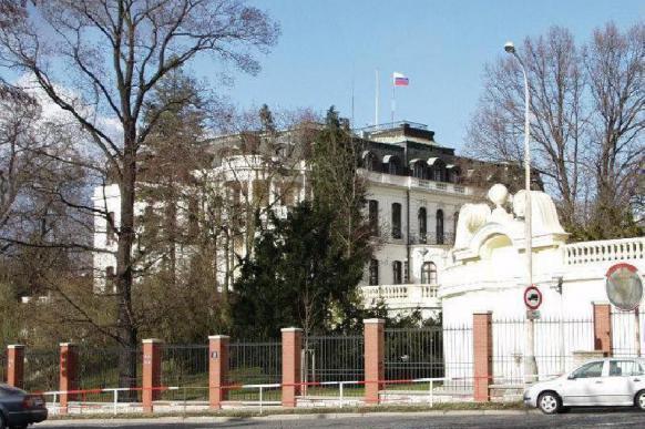 Площадь перед посольством РФ в Праге переименуют в честь Немцова