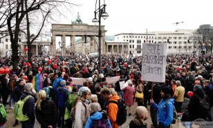COVID-ограничения в Германии немцы сравнивают с Холокостом