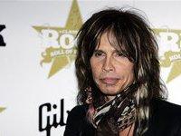 Лидер Aerosmith потерял зубы в ванной.