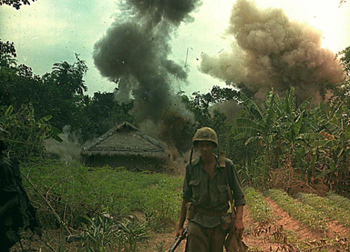 Неудачная война во Вьетнаме научила США воевать чужими руками
