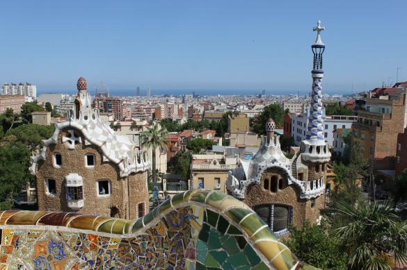 Власти Испании ввели 14-дневный карантин для туристов