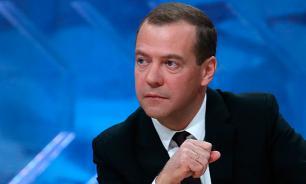 """Медведев пообещал кандидатам """"Единой России"""" огонь, воду и медные трубы"""