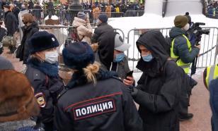 Протестующие в Москве заблокировали выход из двух станций метро