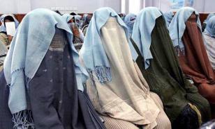 """Талибы* приказали сидеть дома женщинам, работающим на """"мужских"""" должностях"""