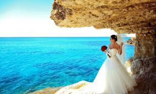Власти Кипра запретили поцелуи и танцы на свадьбах
