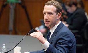 Инвесторы Facebook требуют отставки Цукерберга