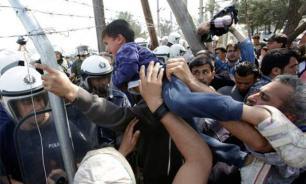 На греческом острове Лесбос начались столкновения между беженцами и полицией