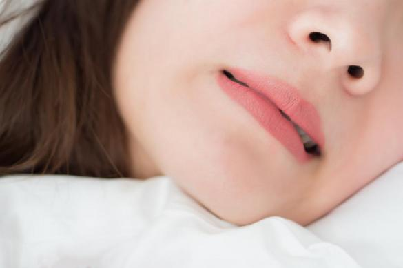 Скрипите зубами во сне, почему? Причины бруксизма