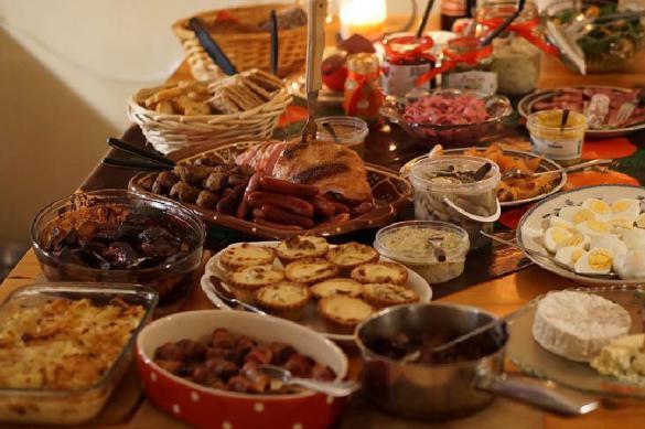 Соцопрос: россияне экономили даже на новогоднем столе