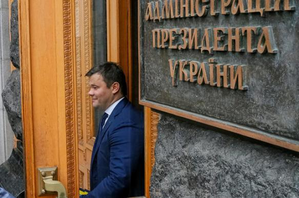 """Новую власть Украины """"набирали по интернету"""""""