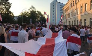 """Протестующие в Минске движутся к гостинице """"Планета"""""""