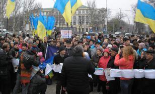 Украинские радикалы забросали петардами офис Зеленского