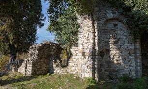 В Сочи археологи исследуют руины древнего храма