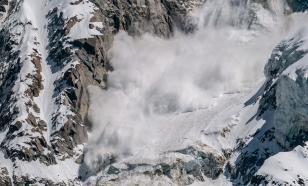 Шесть человек спасли из снежного плена на Домбае
