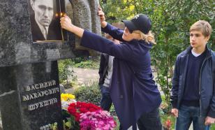 Мария Шукшина посетила могилу легендарного отца