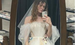 Монеточка показала свой свадебный наряд