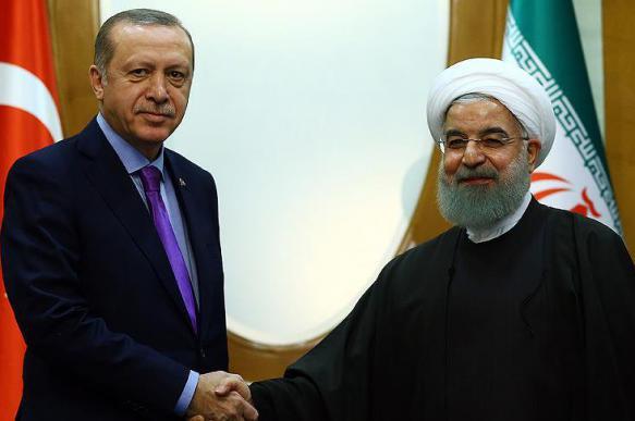 Лидеры Турции и Ирана встретились перед трехсторонним саммитом
