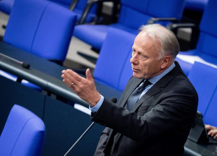 """В ФРГ предложили ударить """"санкционным молотом"""" по российским олигархам"""