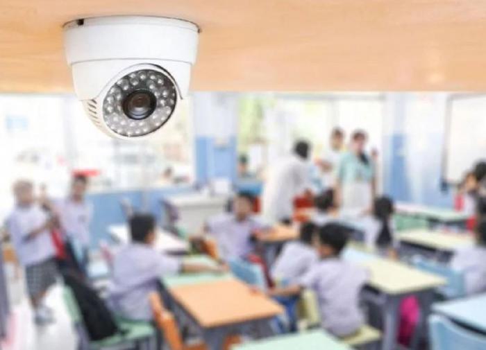 """В школах России установят """"умные"""" камеры"""