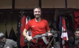 """В раздевалке хоккейного клуба """"Ижсталь"""" появился автомат Калашникова"""
