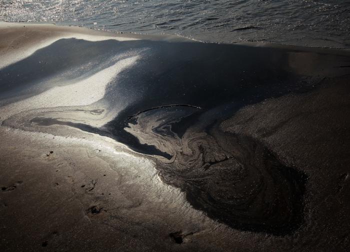 Власти назвали причину утечки нефти в Саратовской области