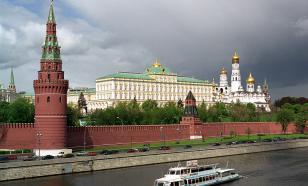 В Москве ураганный ветер повредил кремлёвскую стену