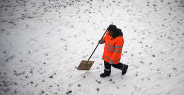 Эксперты: Чиновники врут, что без мигрантов убирать дворы некому
