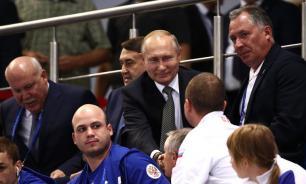 Путин стоял под гимн Украины в Минске