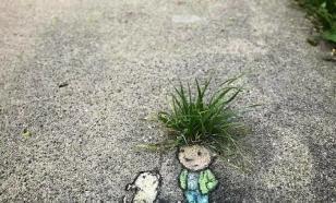 Уличный художник путешествует по миру, даря улыбки городам