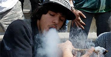 Ученые спорят: легализация марихуаны снижает ее употребление подростками?