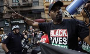 Лидер протестующих афроамериканцев пригрозил властям США