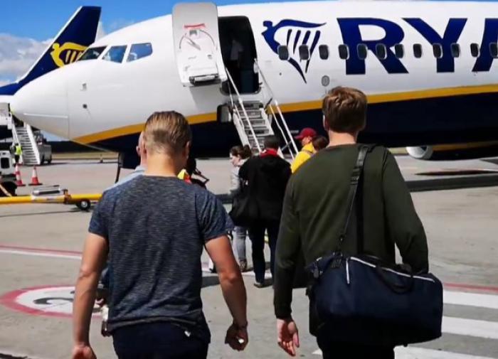 Самолет совершил экстренную посадку из-за сообщения о бомбе