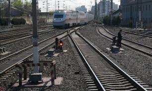 """Поезд """"Сухум-Москва"""" столкнулся с комбайном в Краснодарском крае"""