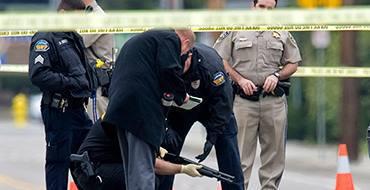 Вашингтон: Парень проснулся и получил 16 выстрелов от полицейских. Они говорят, ошиблись