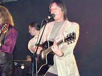 Воры утащили гитару у музыканта группы
