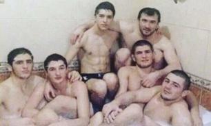 Боец из США высмеял фотографию Нурмагомедова с пятью мужчинами в ванной