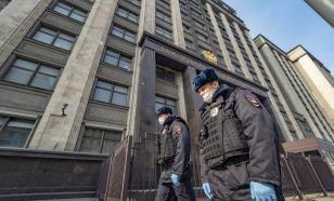 Депутатов ГД обязали носить медицинские маски и перчатки
