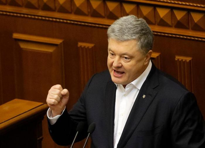 Пётр Порошенко ввязался в потасовку в Верховной Раде
