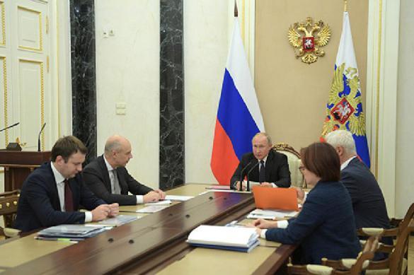 Скоро год майскому указу Путина. Кто заметил перемены?