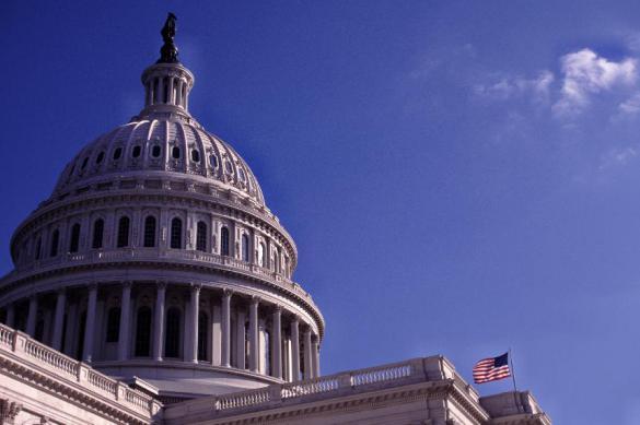 Сенат США одобрил повышение потолка госдолга во избежание дефолта