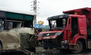 Под Красноярском произошло ДТП между автобусом и грузовиком