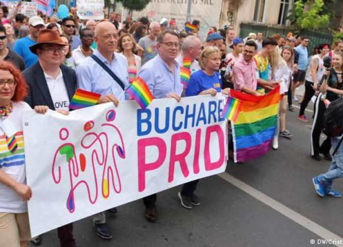 ЛГБТ становится символом европейского раскола: Румыния поддержит Венгрию