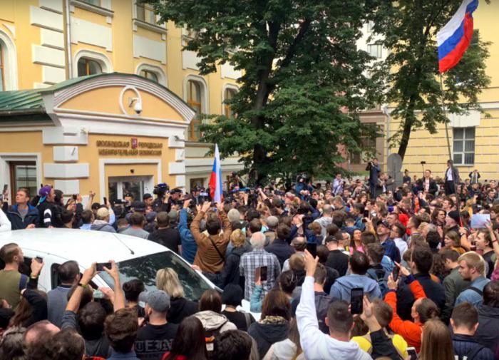 Людмила Адилова: кому выгодна ситуация с Навальным
