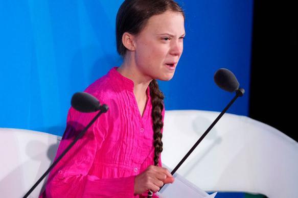 Главу французского фонда уволили за критику Греты Тунберг