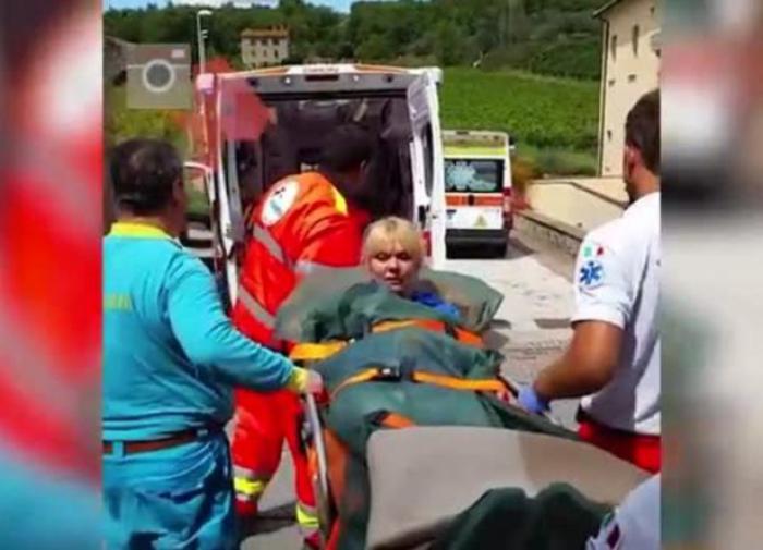 """Валерия спела песню """"Часики"""", когда её погружали в карету скорой помощи"""