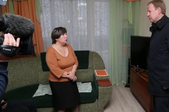 Пенсионерка, упавшая перед Медведевым, недовольна выделением 25 млн