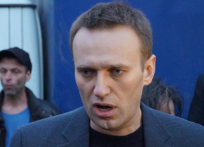 У жены Навального требуют паспорт посаженного в тюрьму мужа