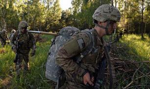 Солдаты НАТО на учениях отрабатывают навыки времен холодной войны